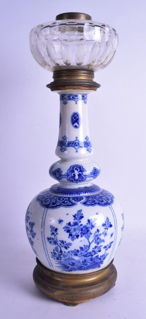AN EARLY 20TH CENTURY CHINESE BLUE AND WHITE DOUBLE - 2