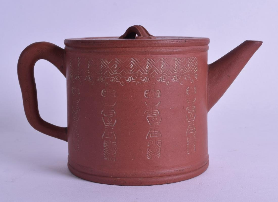 A CHINESE QING DYNASTY YIXING POTTERY TEAPOT AND COVER - 2
