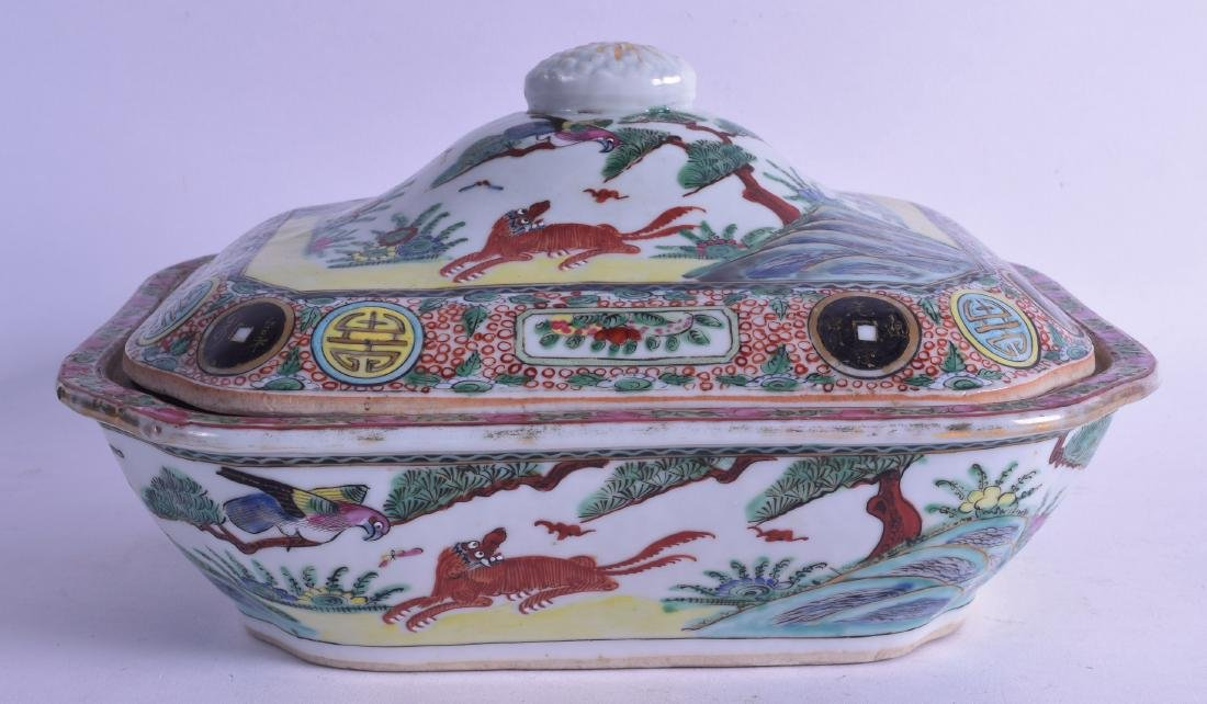 A LATE 19TH CENTURY CHINESE FAMILLE ROSE CANTON TUREEN