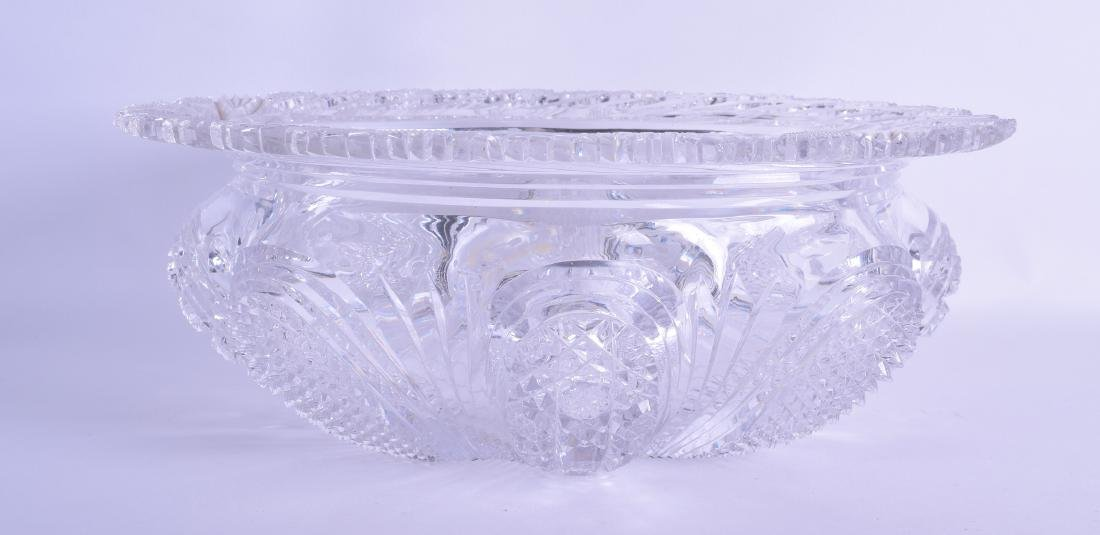 A FINE QUALITY HEAVY CUT CRYSTAL BOWL decorated with