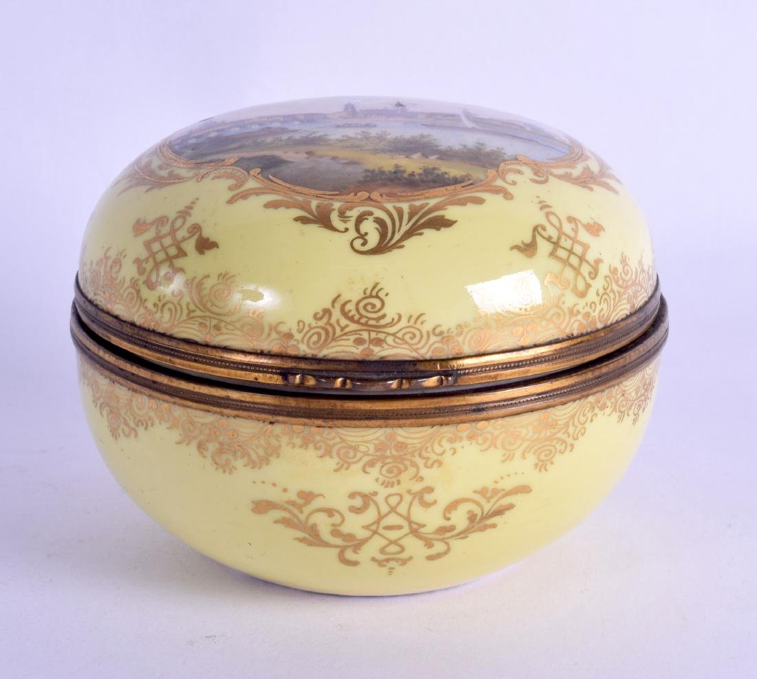 AN EARLY 19TH CENTURY MEISSEN PORCELAIN BOX AND COVER