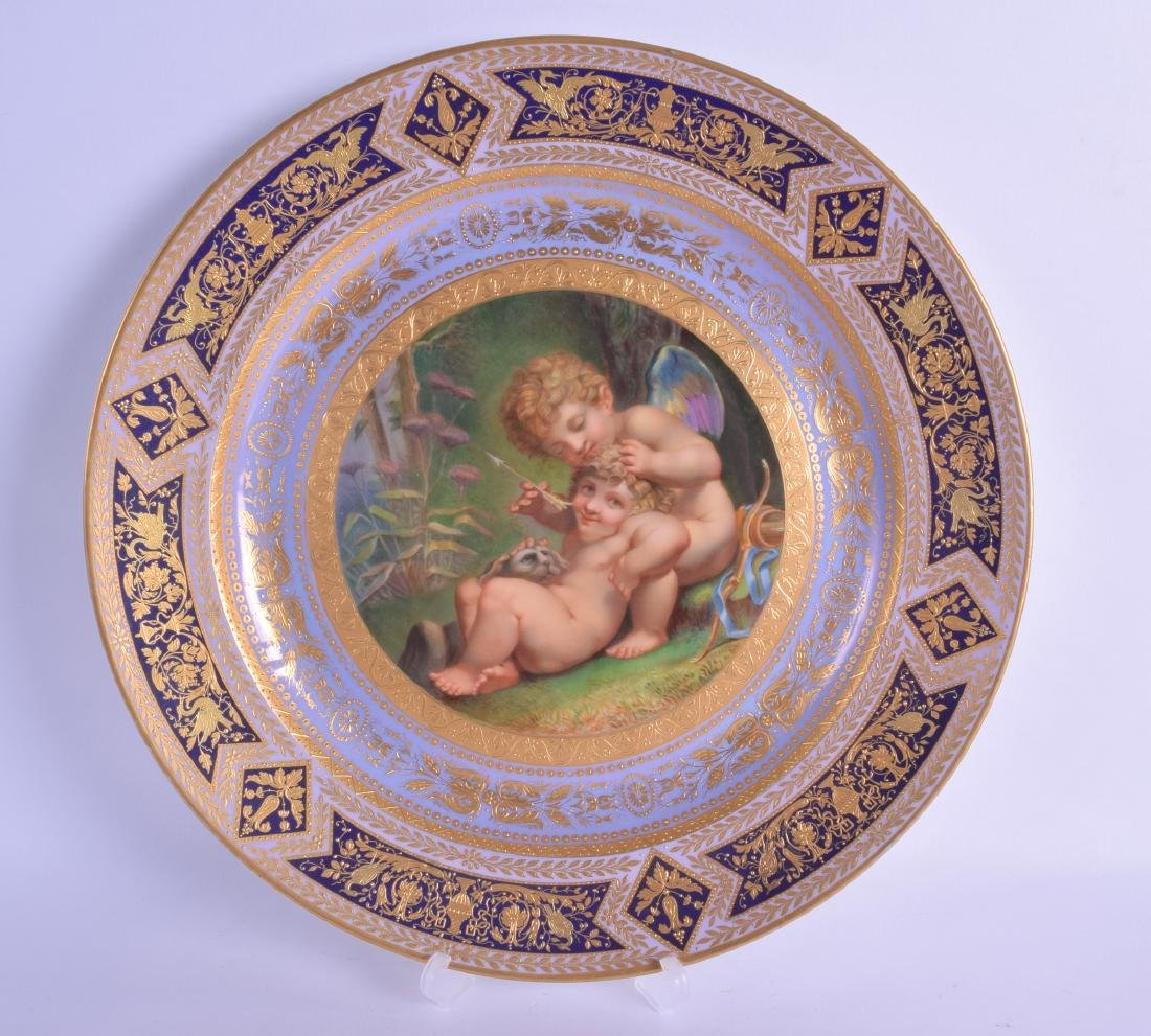 A FINE LARGE VIENNA PORCELAIN CABINET PLATE painted
