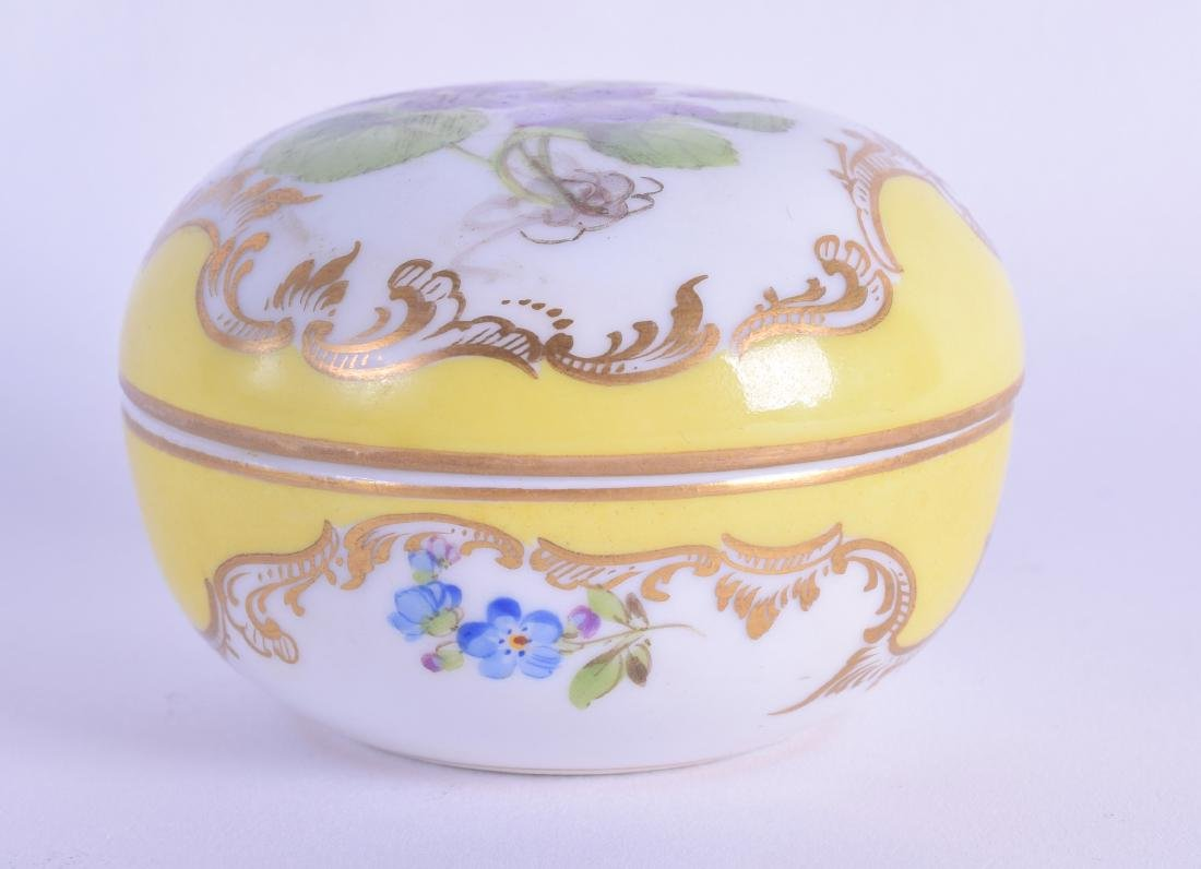 A 19TH CENTURY MEISSEN CIRCULAR ROUGE BOX AND COVER