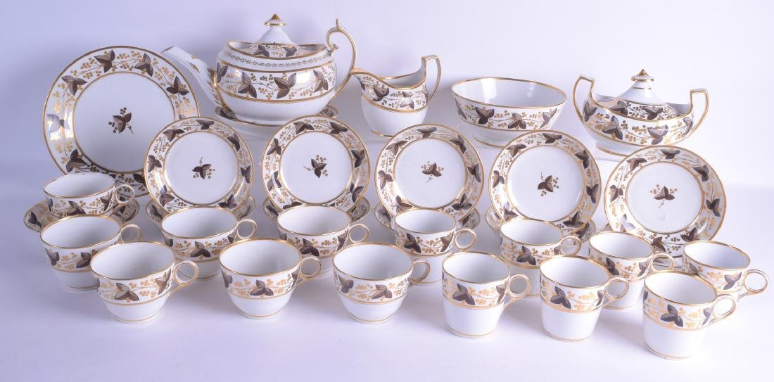 AN EARLY 19TH CENTURY ENGLISH PORCELAIN TEA SERVICE