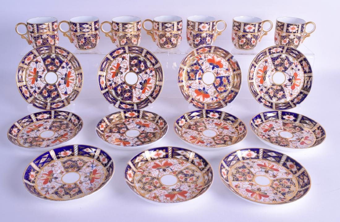 A SET OF SEVEN ROYAL CROWN DERBY IMARI CUPS AND
