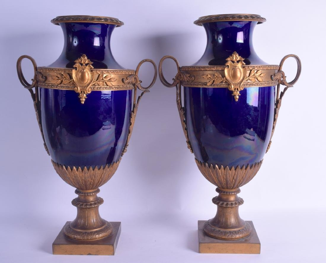 A LARGE PAIR OF 19TH CENTURY FRENCH PARIS PORCELAIN