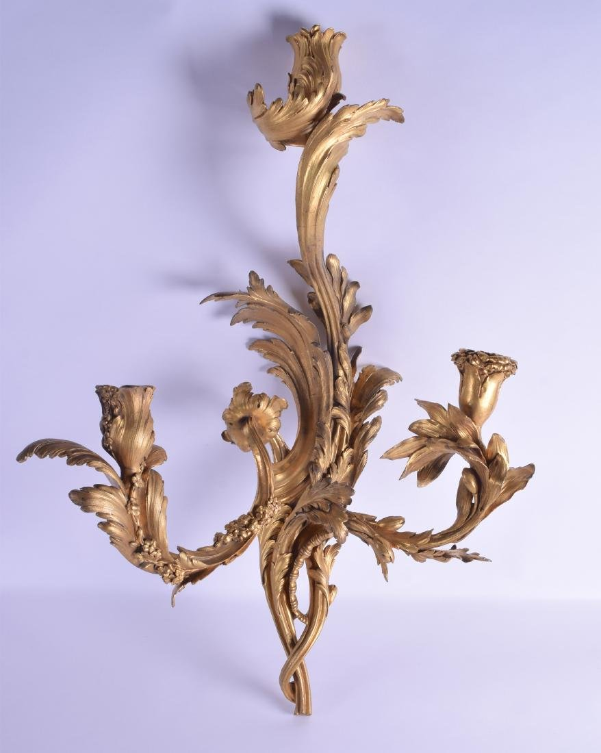 A FINE AND LARGE 19TH CENTURY FRENCH ORMOLU WALL SCONCE