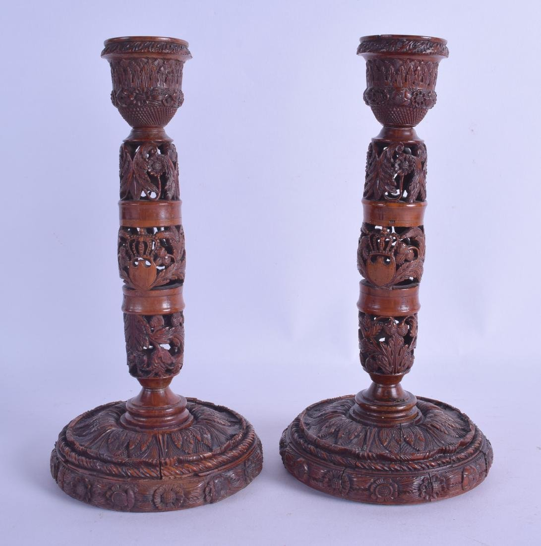 A LOVELY PAIR OF 18TH/19TH CENTURY EUROPEAN CARVED