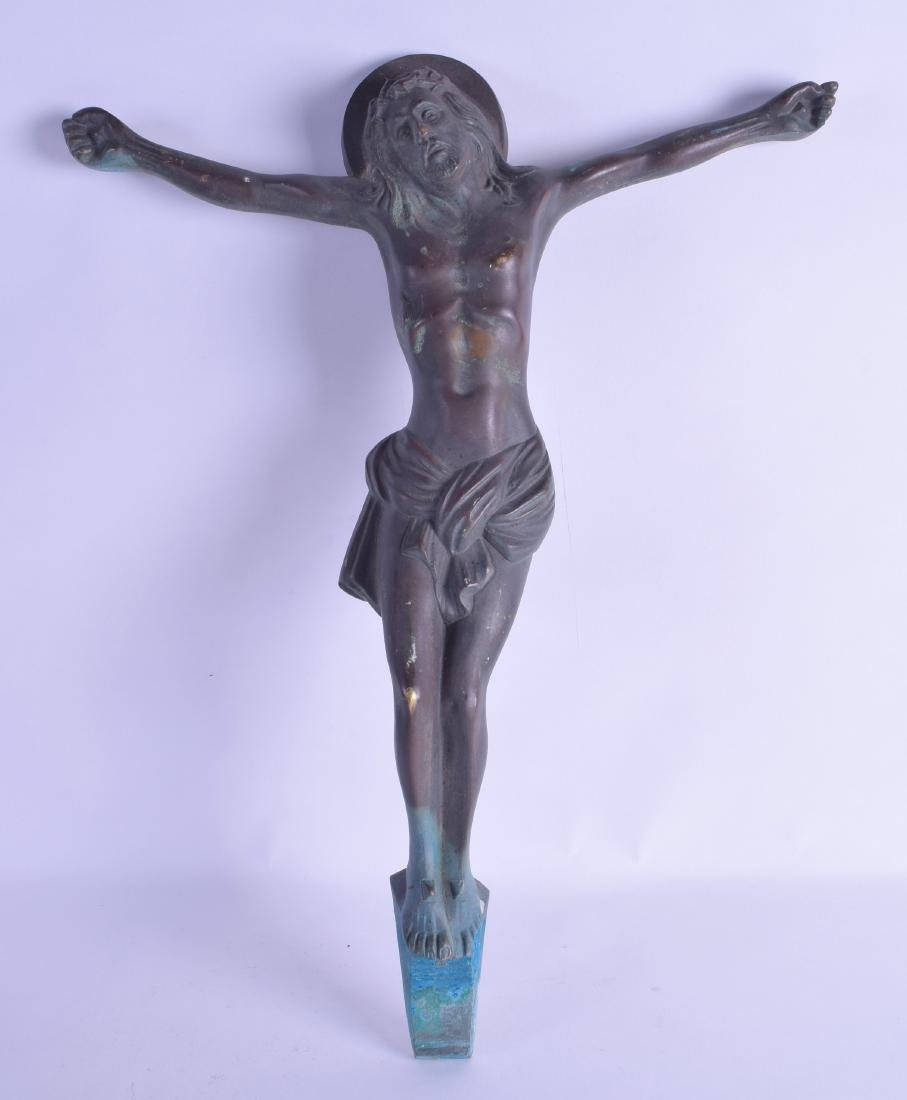 AN EARLY 20TH CENTURY EUROPEAN BRONZE FIGURE OF CHRIST.