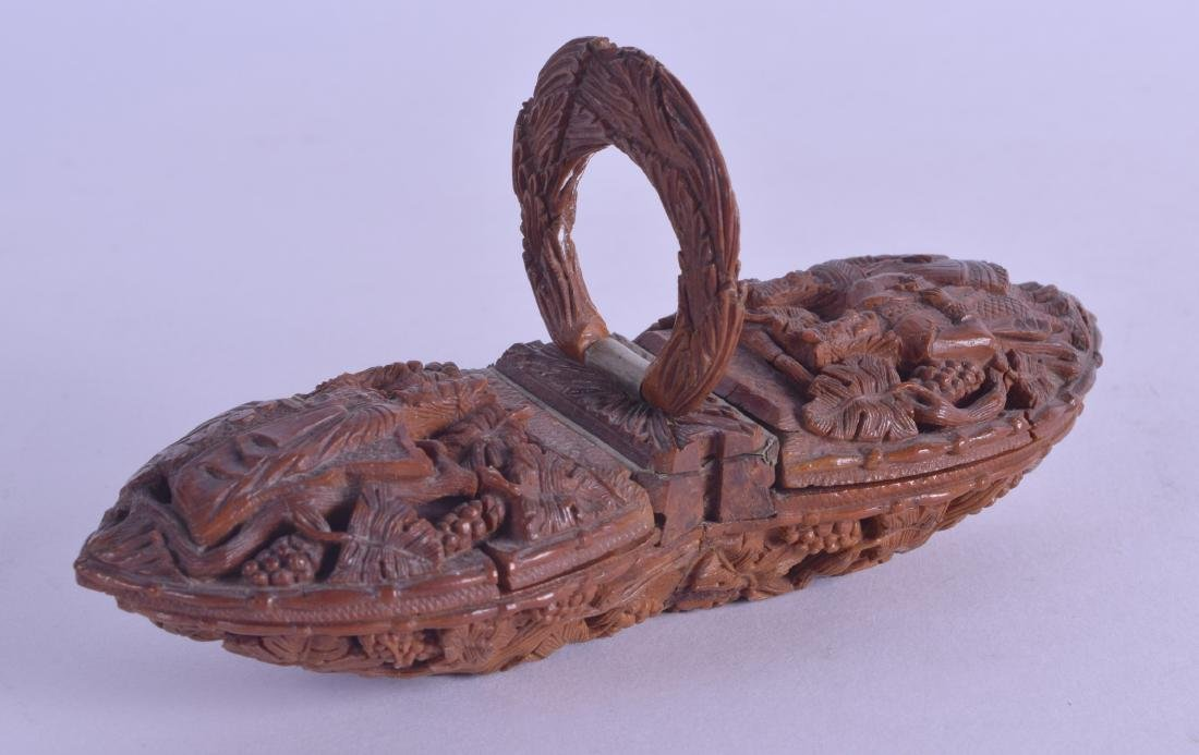 AN UNUSUAL 18TH CENTURY CONTINENTAL CARVED DOUBLE SNUFF