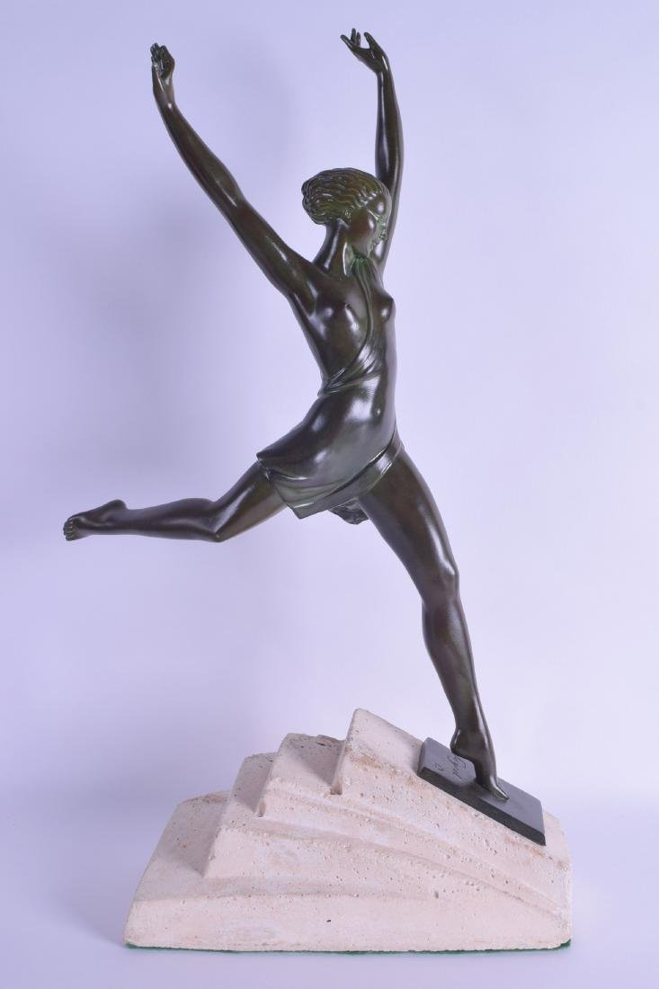 A STYLISH ART DECO BRONZE SPELTER FIGURE OF A FEMALE