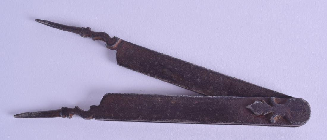 A PAIR OF 17TH CENTURY CONTINENTAL IRON CALIPERS with