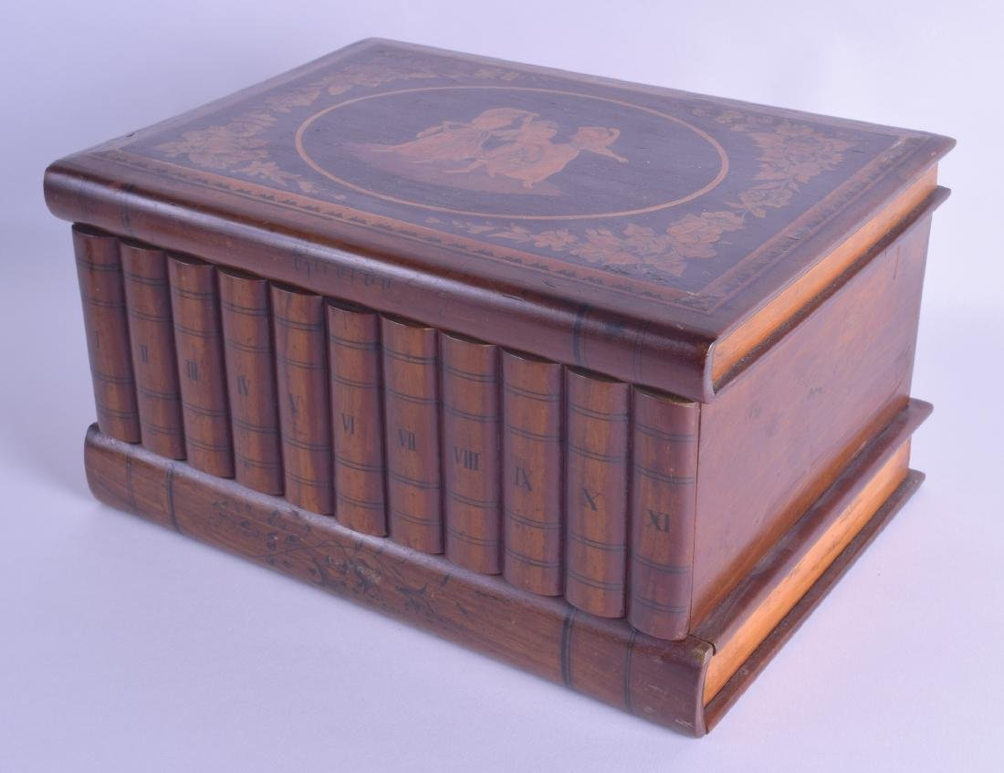 A LARGE 19TH CENTURY ITALIAN SORRENTO WARE CASKET with