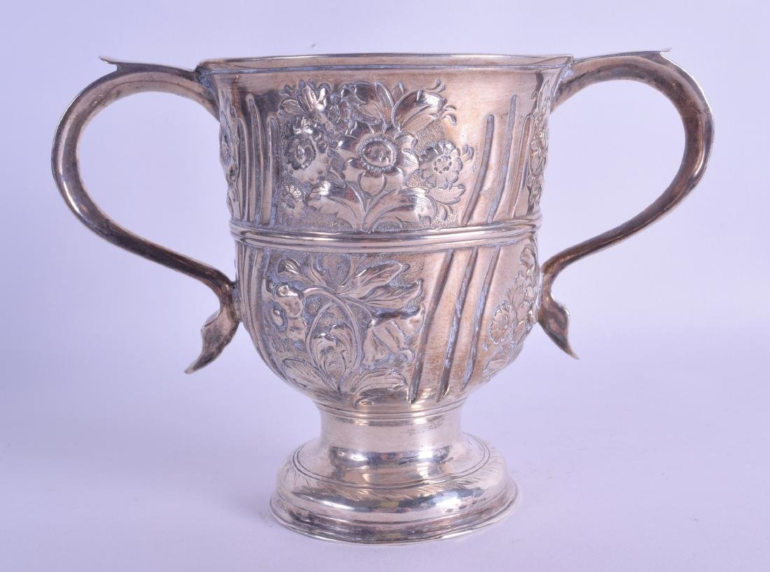 AN 18TH CENTURY ENGLISH TWIN HANDLED SILVER CUP