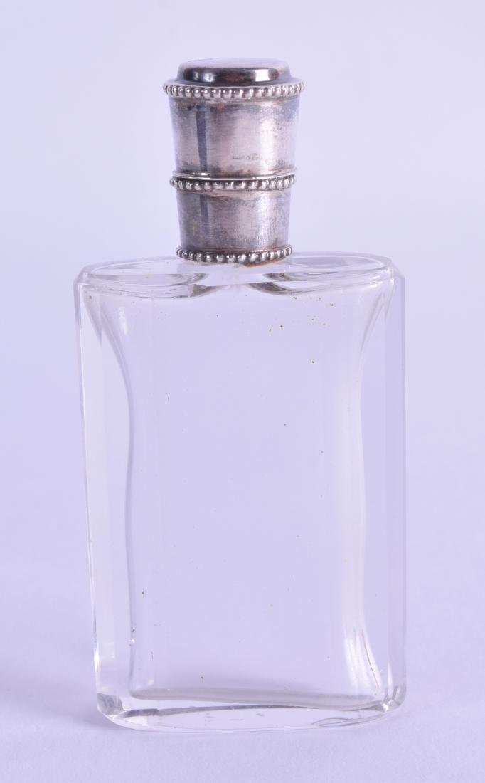 A 19TH CENTURY FRENCH SILVER TOPPED GLASS SCENT BOTTLE.