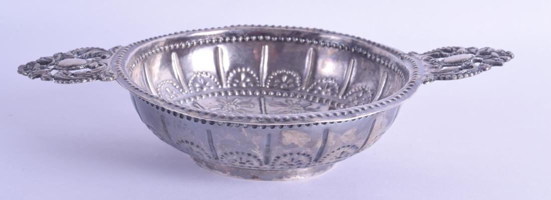 AN 18TH/19TH CENTURY CONTINENTAL TWIN HANDLED SILVER