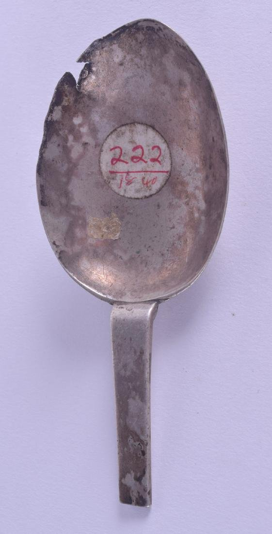 A 16TH/17TH CENTURY CONTINENTAL SILVER SPOON BOWL with