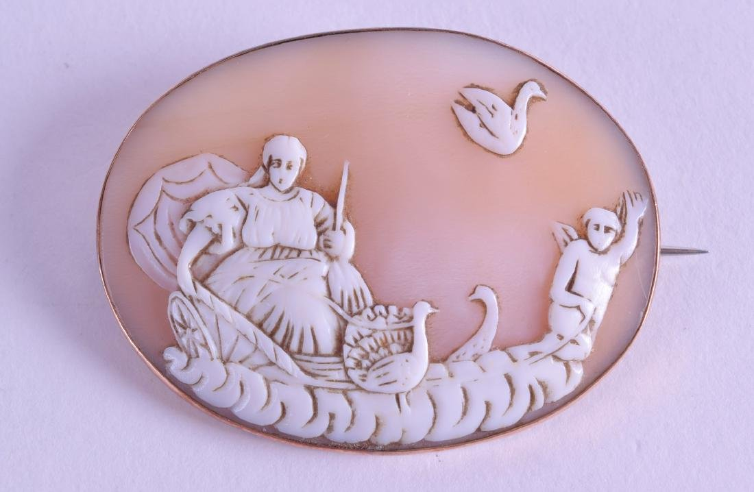 A VICTORIAN YELLOW METAL CAMEO BROOCH. 5.25 cm wide.