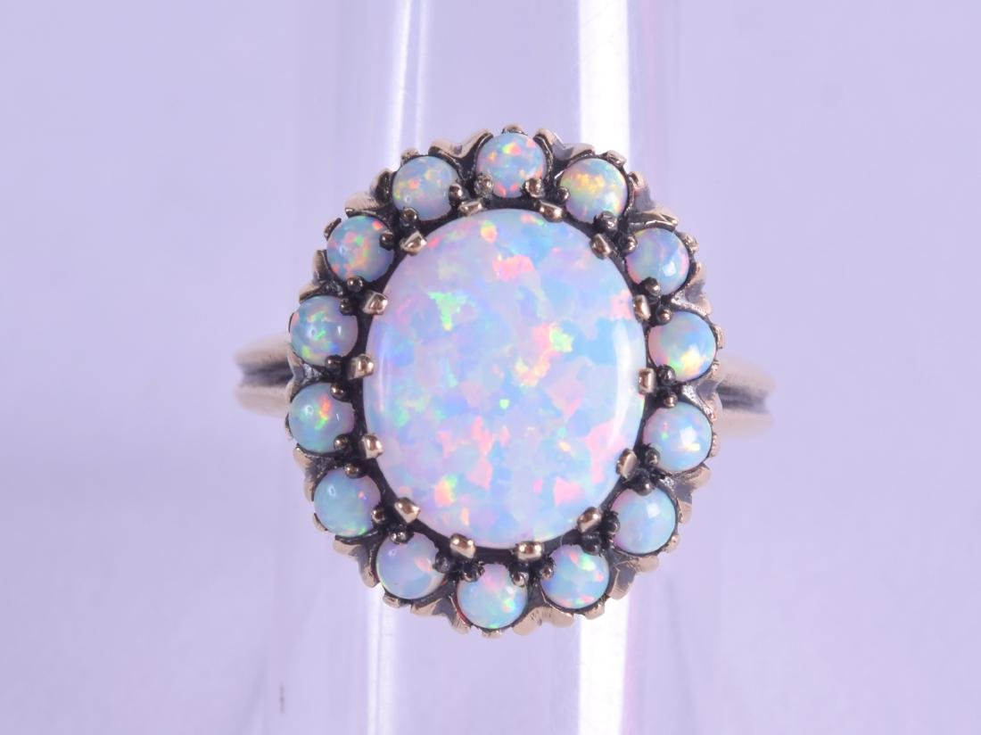 A 9CT GOLD AND OPAL CLUSTER RING. Size O.