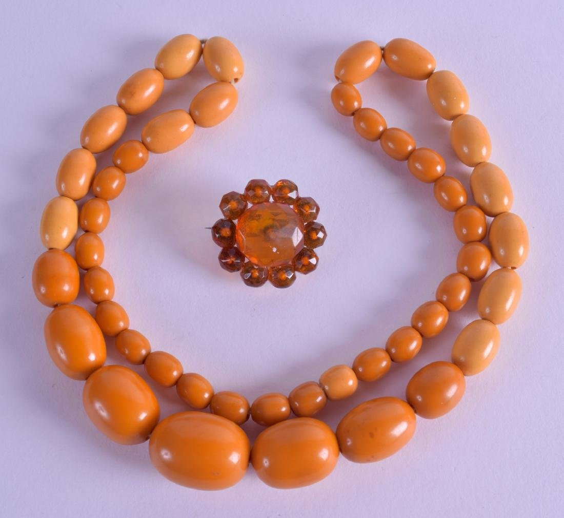 AN EARLY 20TH CENTURY AMBER TYPE NECKLACE together with