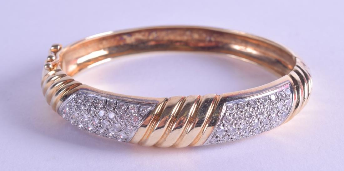 A GOOD 14CT YELLOW GOLD AND DIAMOND HINGED BANGLE. 38.9