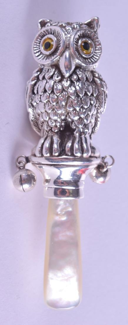 A NOVELTY SILVER OWL TEETHING RATTLE.