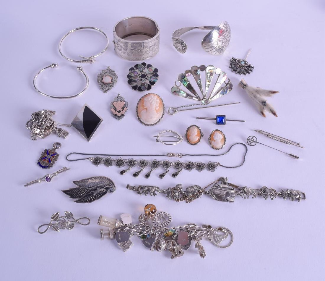 A COLLECTION OF MAINLY VINTAGE SILVER JEWELLERY