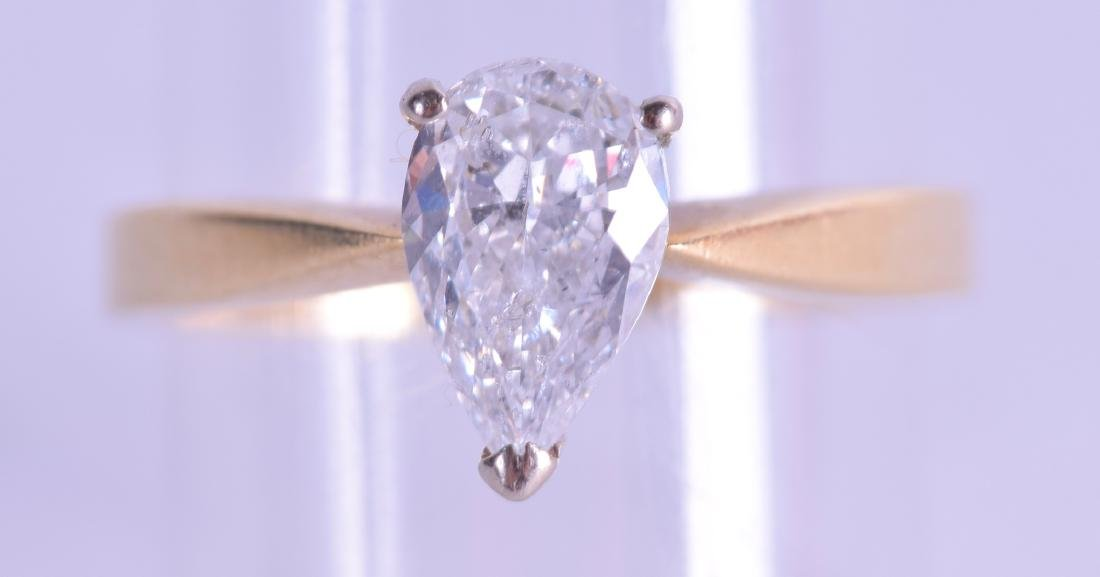 AN 18CT YELLOW GOLD PEAR SHAPED DIAMOND RING Approx