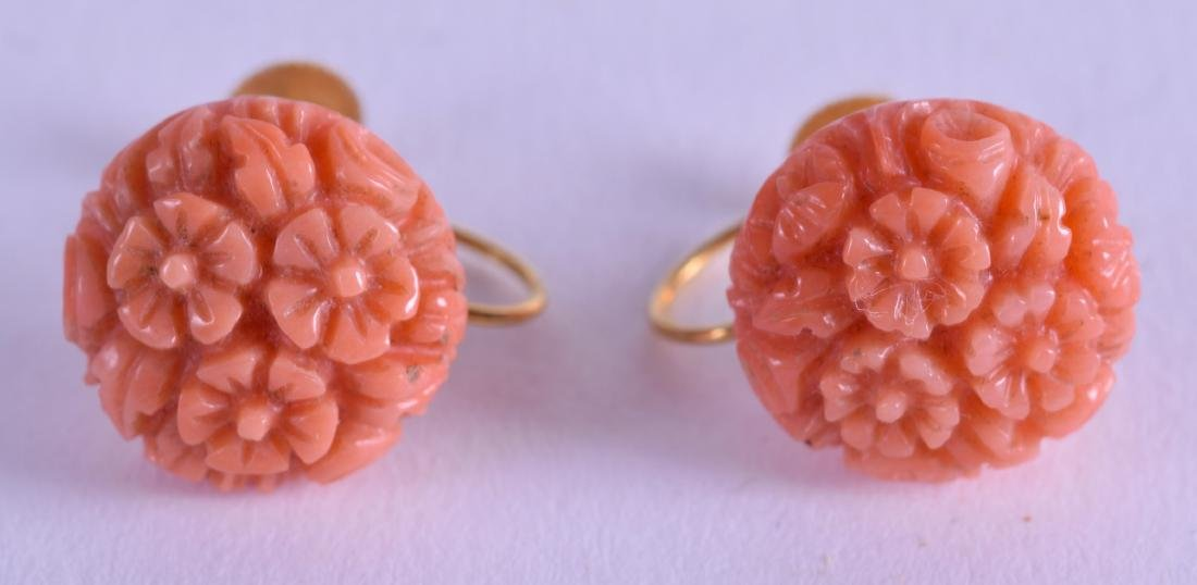 A PAIR OF LATE VICTORIAN 9CT GOLD AND CORAL EARRINGS.