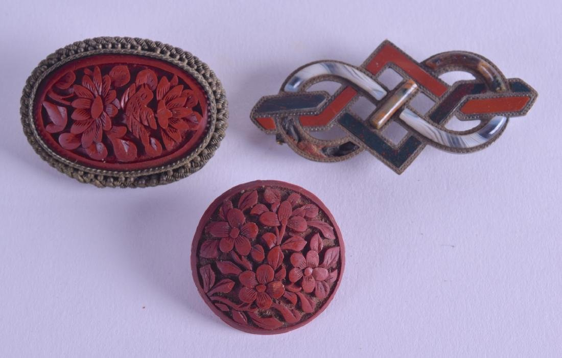 AN EARLY 20TH CENTURY CARVED CINNABAR LACQUER BROOCH