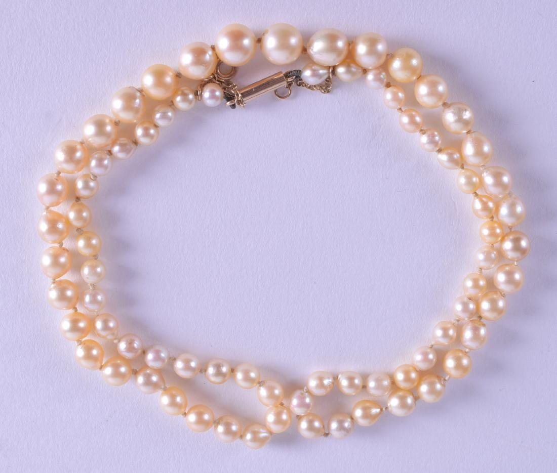 AN EDWARDIAN FRESHWATER PEARL NECKLACE.