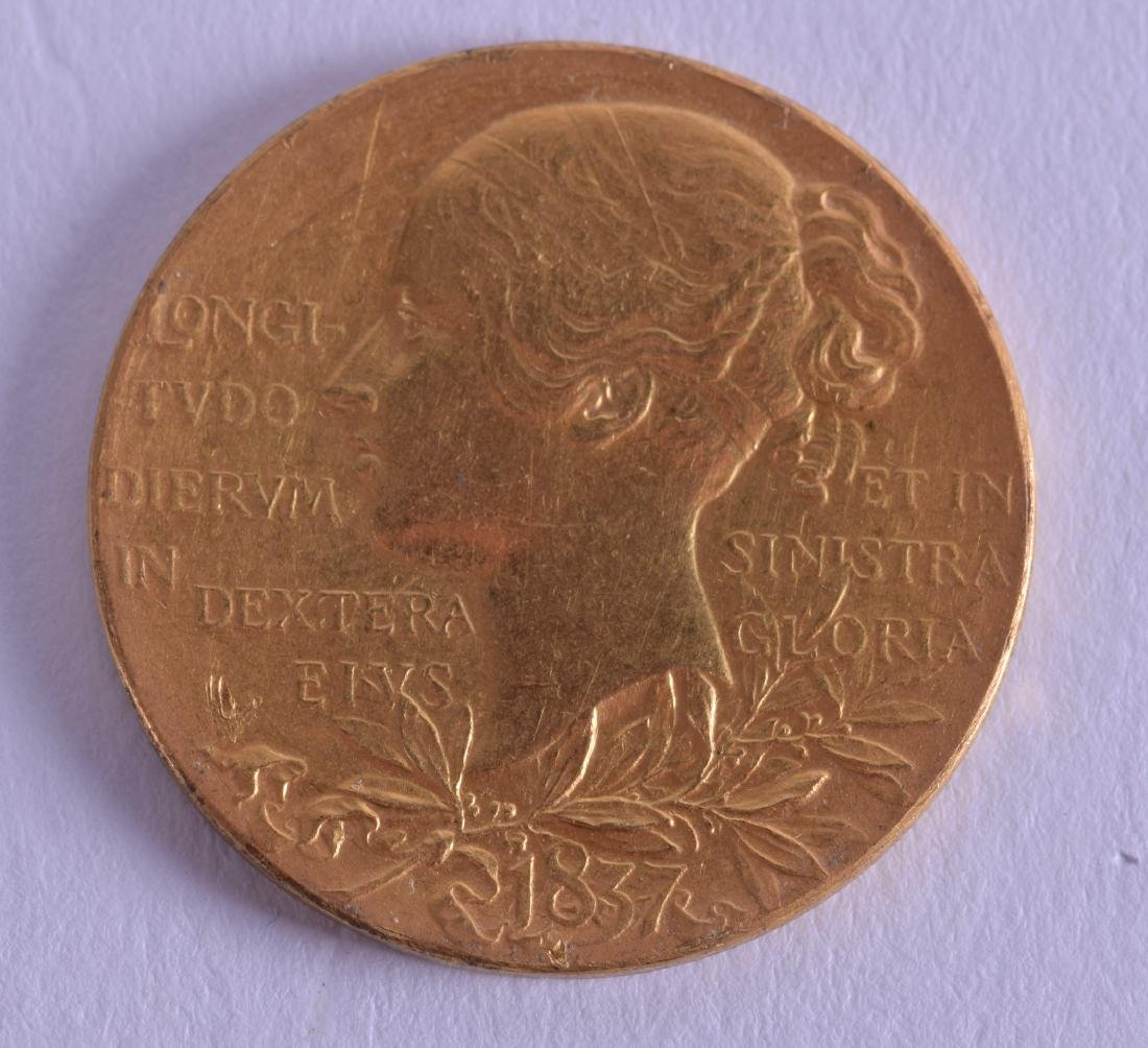 A GOOD  1837 VICTORIAN GOLD MEDAL. 12.9 grams.
