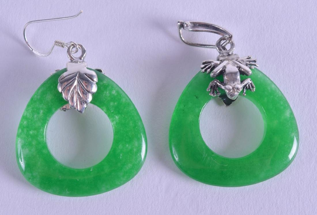 A PAIR OF SILVER AND GREEN STONE EARRINGS.