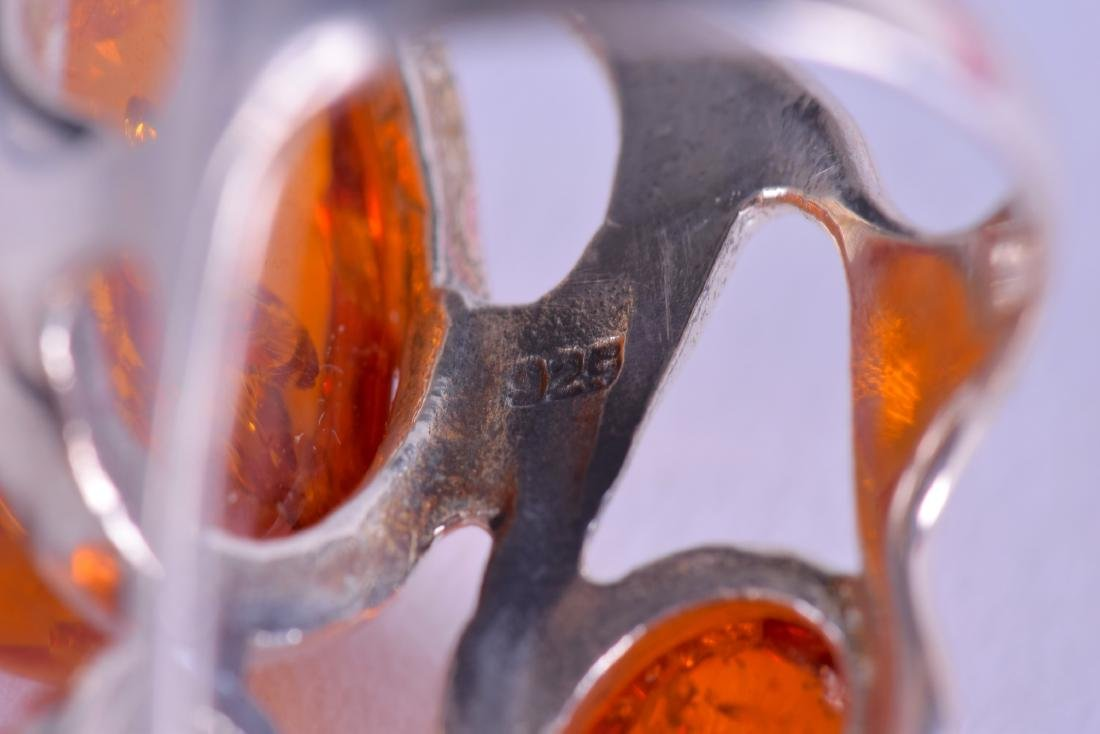 A SILVER AND AMBER RING. - 3