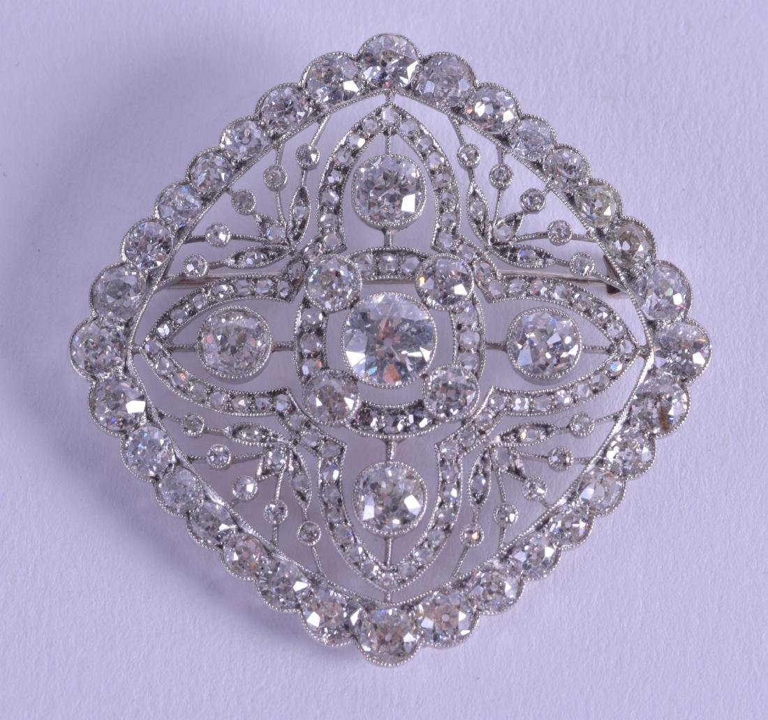 A FINE VICTORIAN PLATINUM AND DIAMOND BROOCH comprising