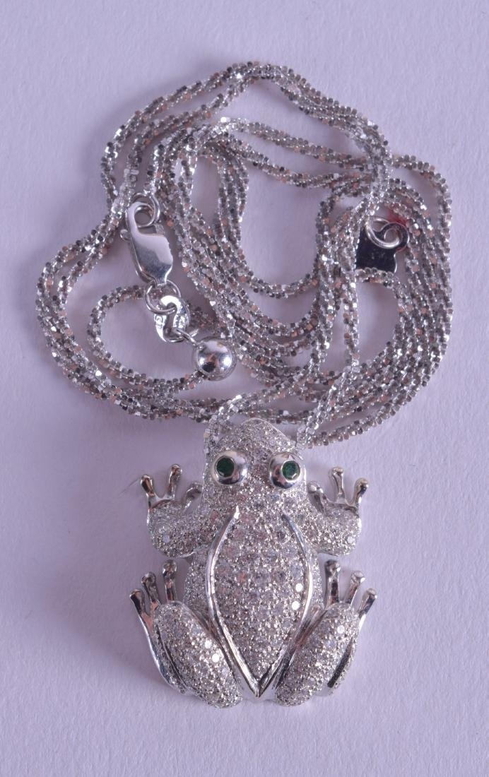 AN 18CT WHITE GOLD SOLOMAN DIAMOND AND EMERALD FROG