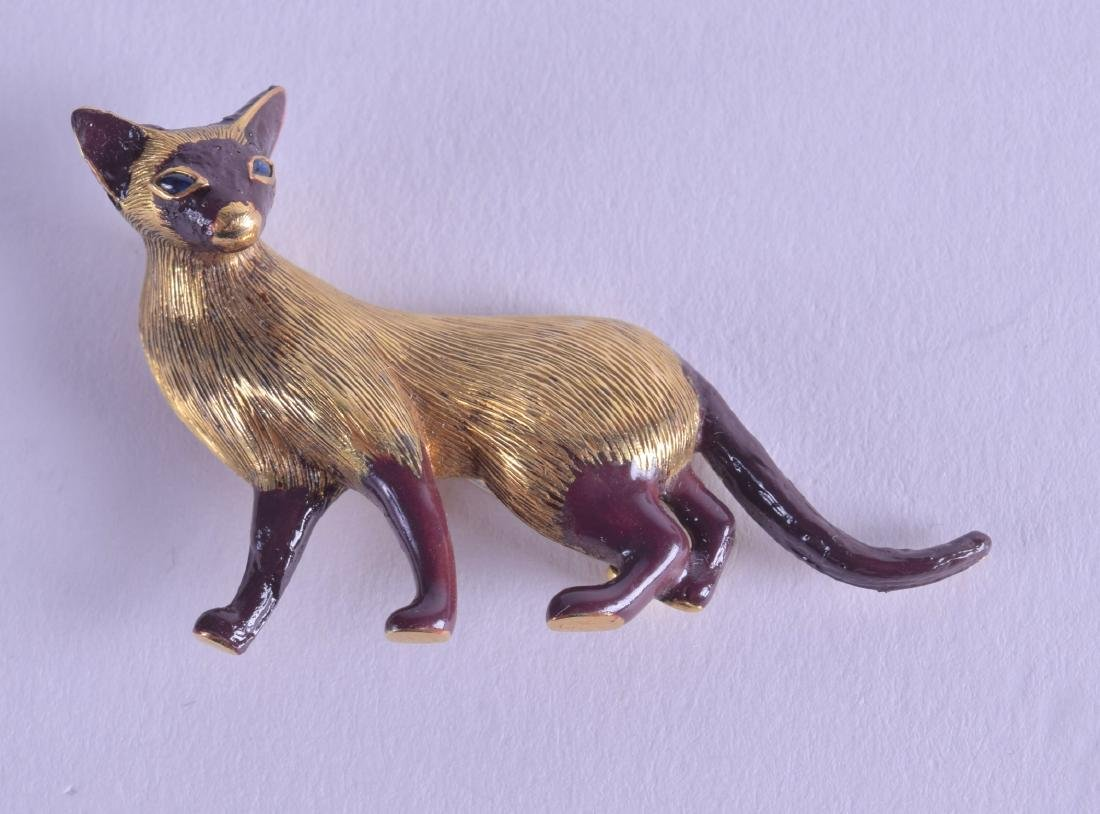 A LOVELY 18CT GOLD AND ENAMEL CARTIER CAT BROOCH in