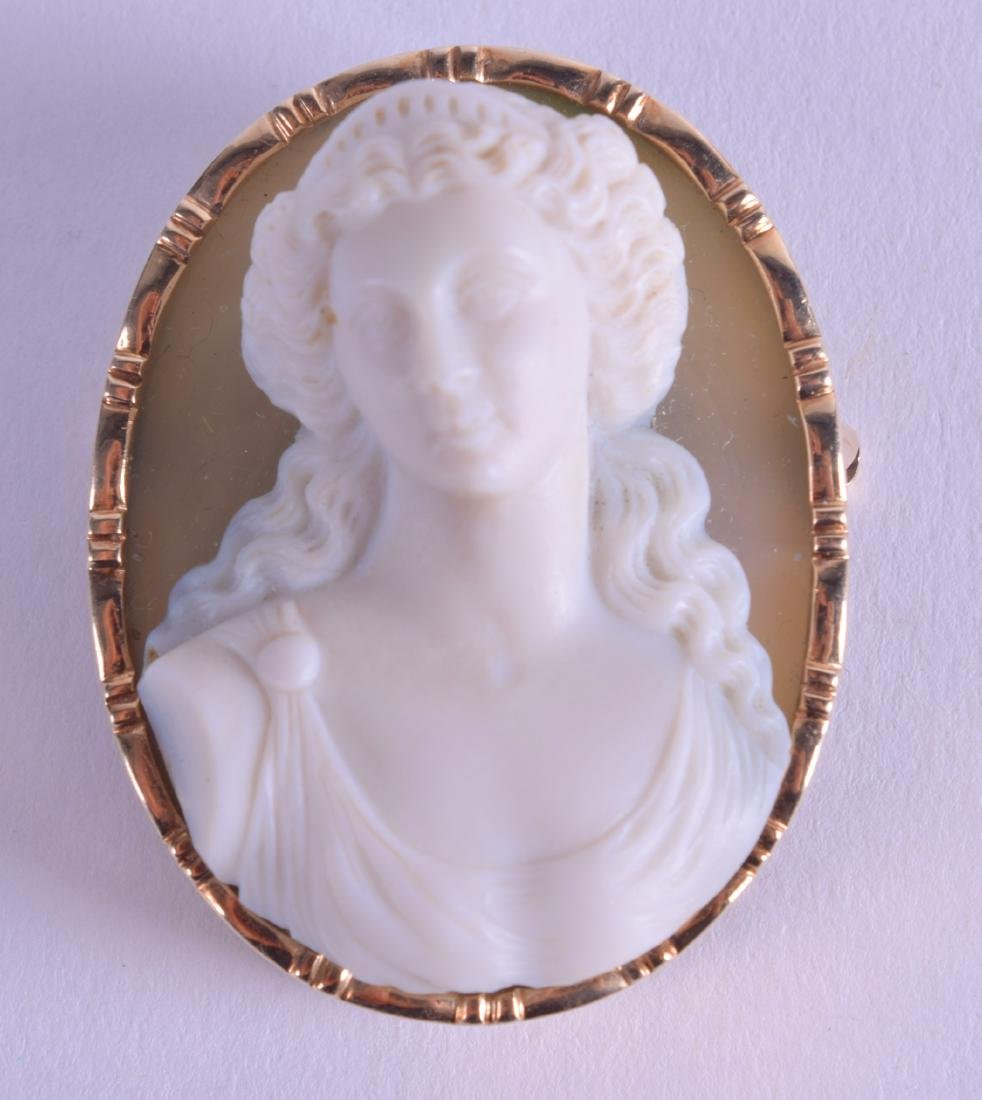 A GOOD 14CT GOLD MOUNTED CAMEO BROOCH by Oscar Caplan,