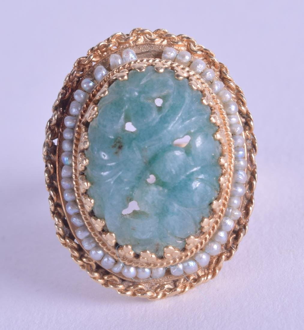 A 1920S GOLD PEARL AND JADEITE RING. Size O.