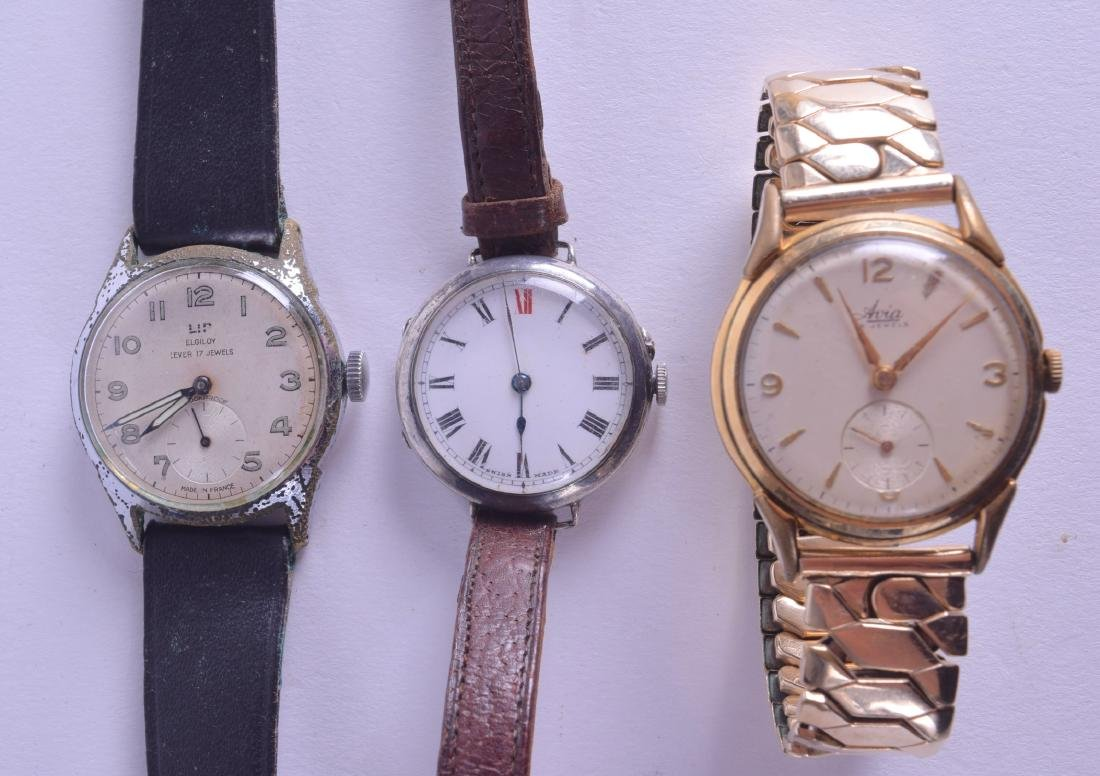 A GROUP OF THREE VINTAGE WRISTWATCHES including a
