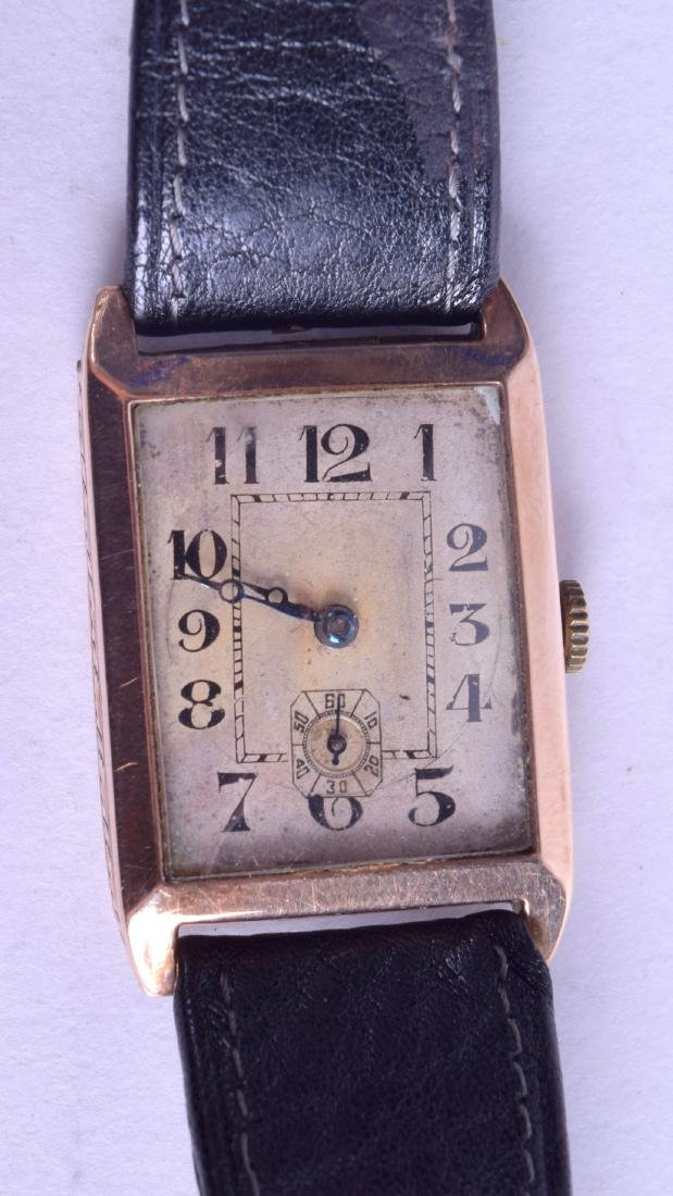 A VINTAGE 9CT GOLD GENTLEMANS WRISTWATCH with
