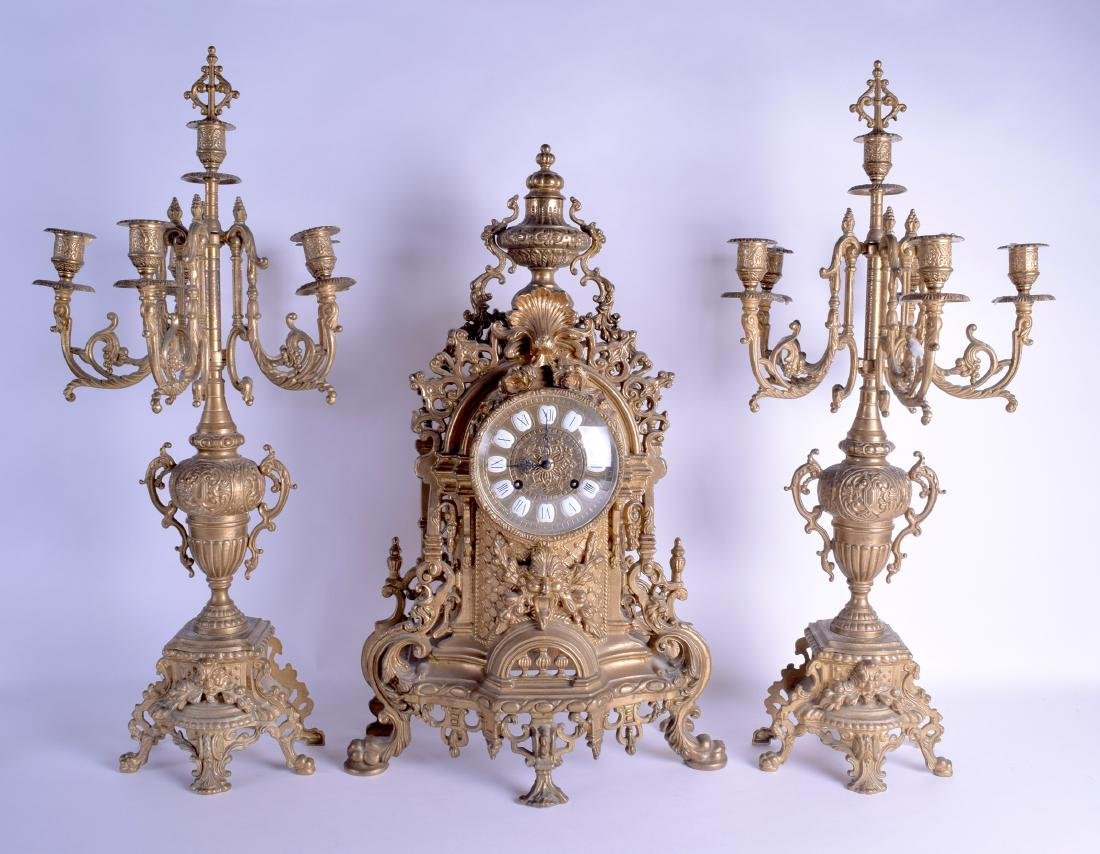 AN EARLY 20TH CENTURY EUROPEAN GILT METAL CLOCK