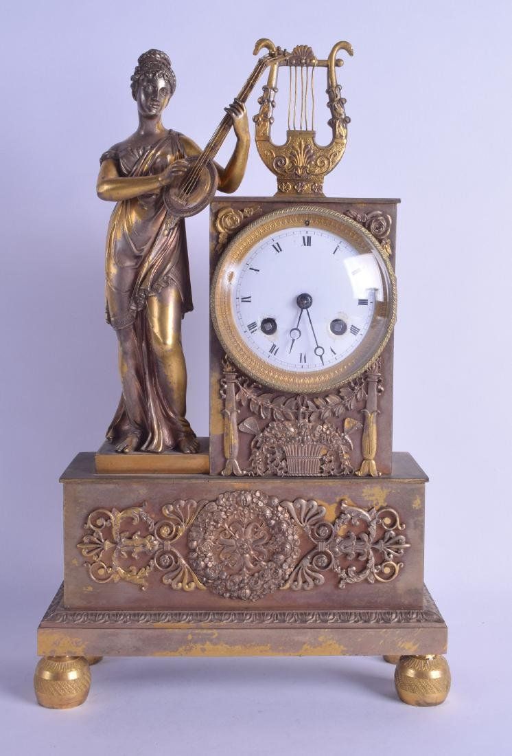 AN EARLY 19TH CENTURY FRENCH BRASS EMPIRE MANTEL CLOCK