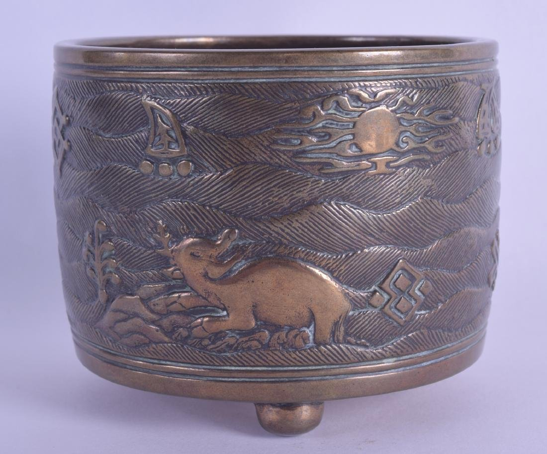 AN 18TH CENTURY CHINESE CYLINDRICAL BRONZE CENSER