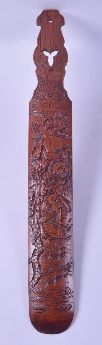 A LARGE 19TH CENTURY CHINESE CARVED BAMBOO PAGE TURNER