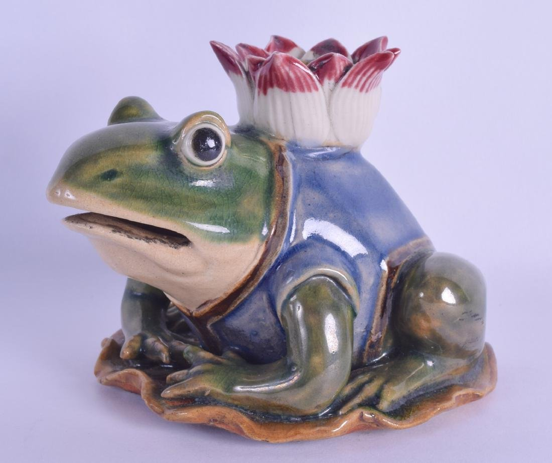AN UNUSUAL EARLY 20TH CENTURY CHINESE STONEWARE