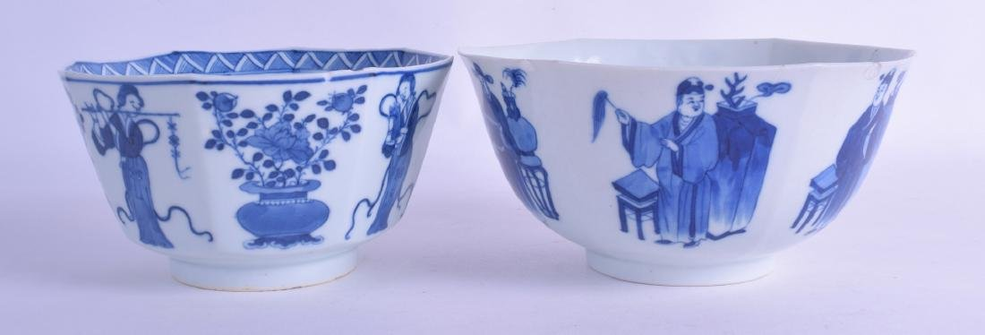 AN EARLY 19TH CENTURY CHINESE BLUE AND WHITE SCALLOPED