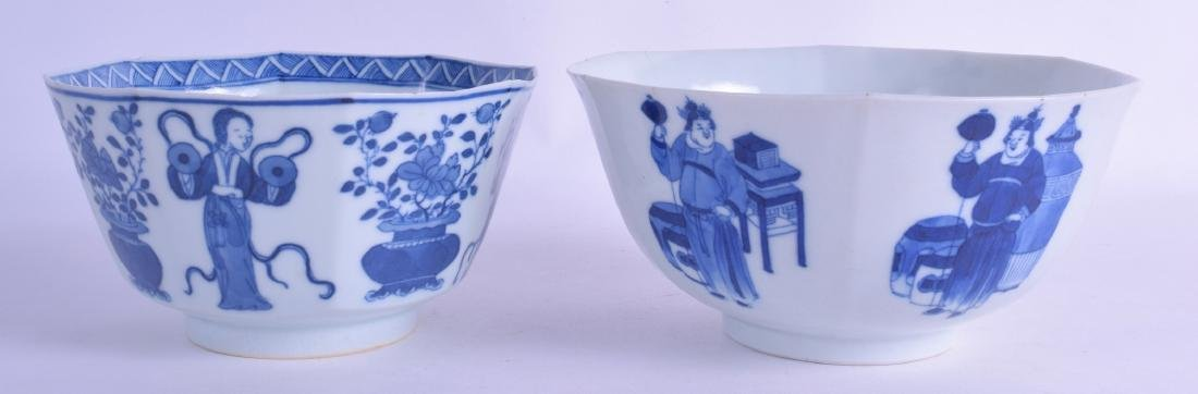 AN EARLY 19TH CENTURY CHINESE BLUE AND WHITE SCALLOPED - 2