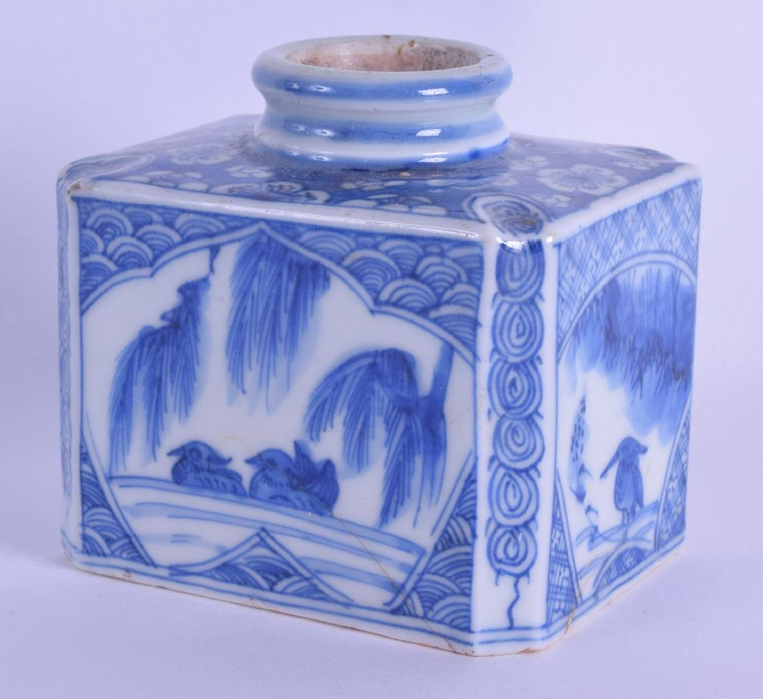 AN 18TH CENTURY JAPANESE EDO PERIOD BLUE AND WHITE