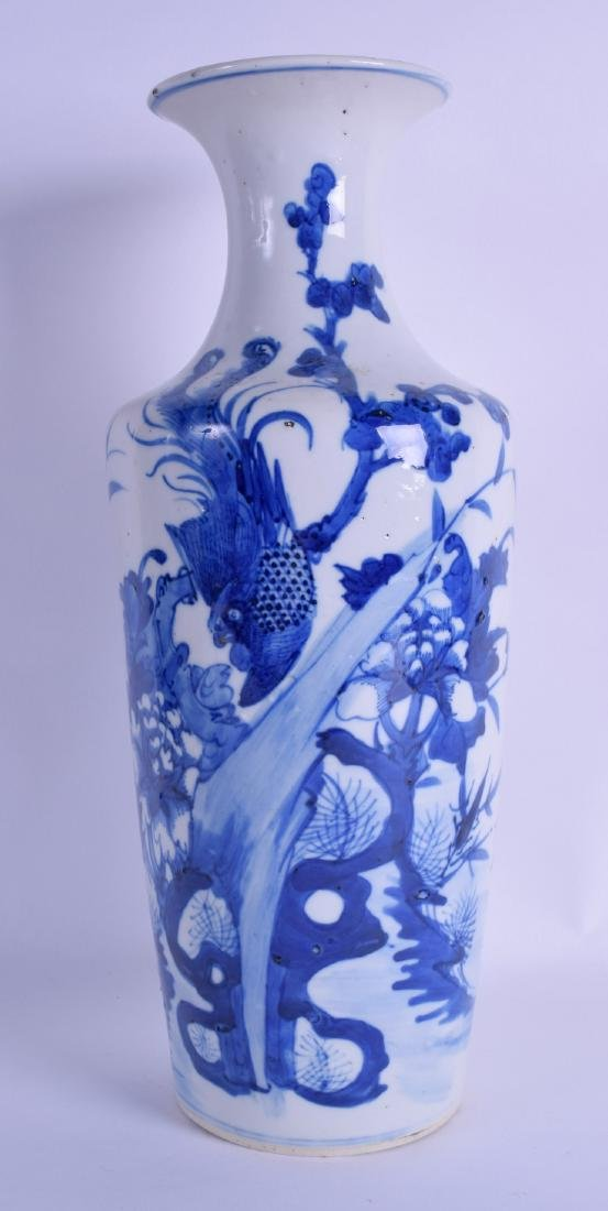 A 19TH CENTURY CHINESE BLUE AND WHITE ROULEAU TYPE VASE
